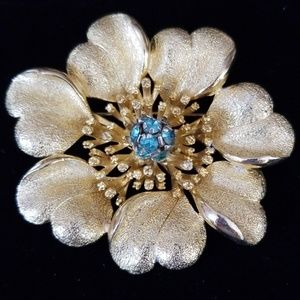 Gorgeous Large Vintage Goldtone Flower Brooch